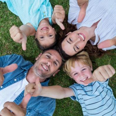 Uśmiechnięta rodzina